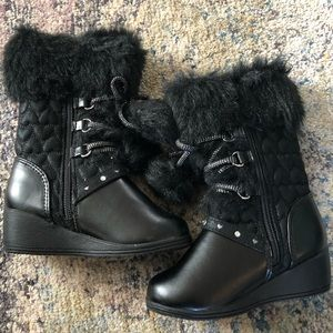 NWOT Rachaela Black Piper and Blue winter boots